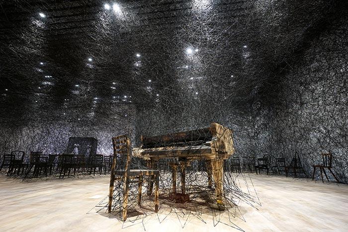 alcantara-in-silence-mori-art-museum-tokio-chiharu-shiota-thumb - alcantara-in-silence-mori-art-museum-tokio-chiharu-shiota-thumb