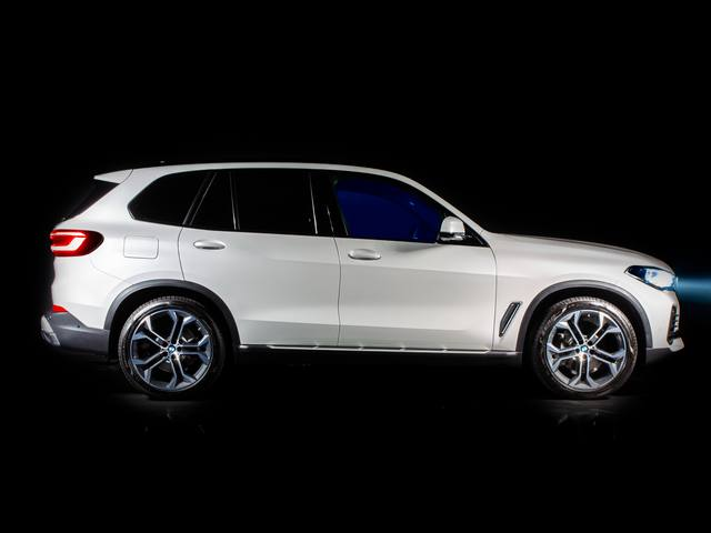 Alcantara, BMW X5 Timeless Edition의인테리어계약체결